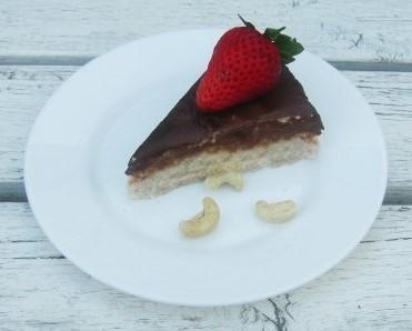 Krupicový koláč s kešu orechmi